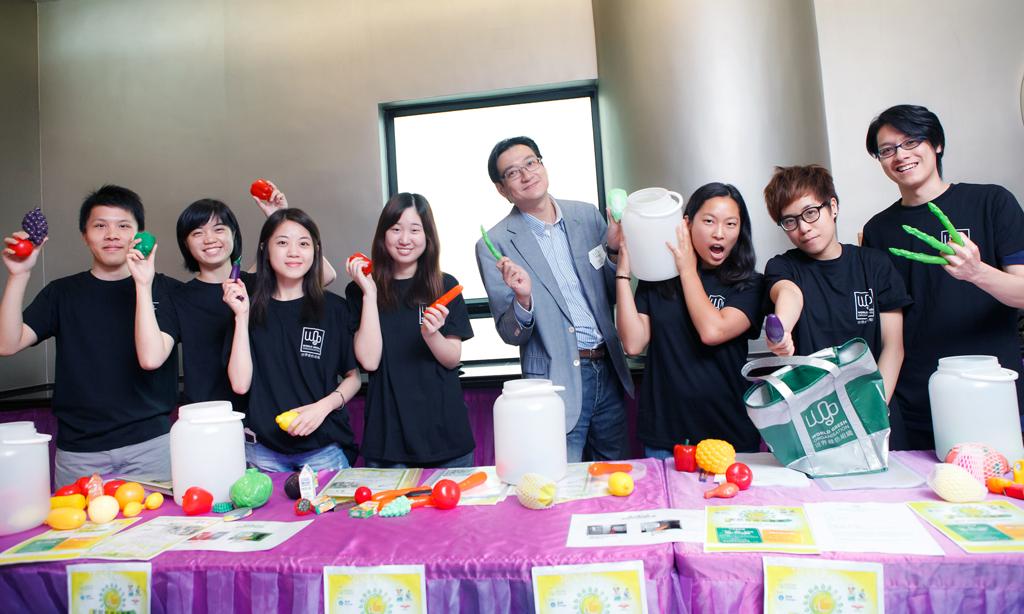 實習同學幫手招募住戶參加廚餘回收行動