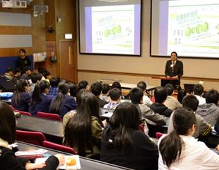 由劍橋博士帶領,在享譽全球的著名學府劍橋大學與當地教授交流